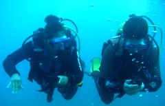 Practicing with a compass on a BSAC Sports Diver Course in the Canary Islands